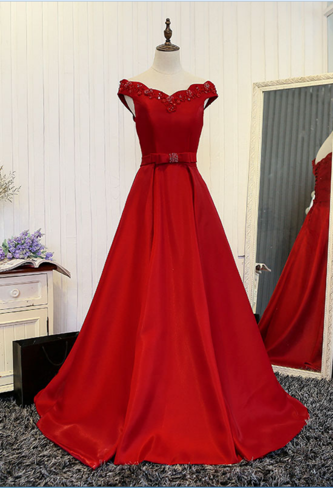 The new red dress party dress party dress is a luxury satin gown with a long pearl opal dress