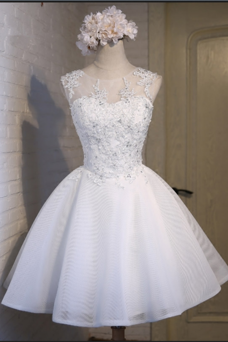 Simple Ball Gown Scoop Sleeveless White Tulle Homecoming Dress With Appliques