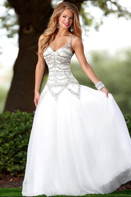 Fascinating Tulle V-neck Neckline A-line Prom Dress With Beadings