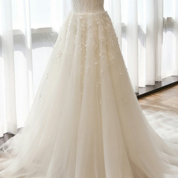 Charming Sweetheart Long A-line Appliques Ivory Tulle Wedding Dresses,